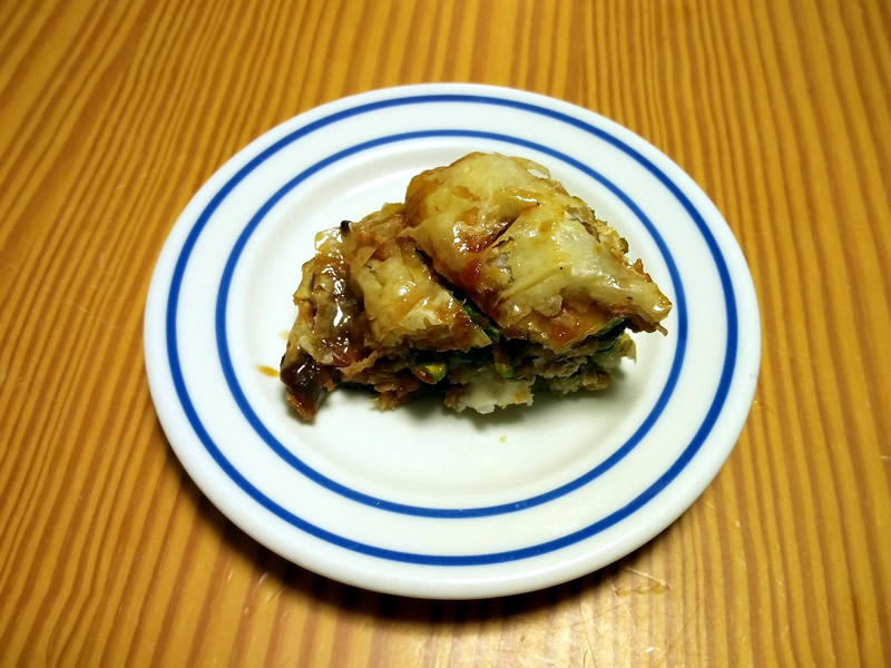 Picture of a piece of orange-pistachio baklava